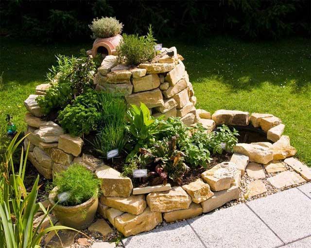 Огородик пряностей из камней