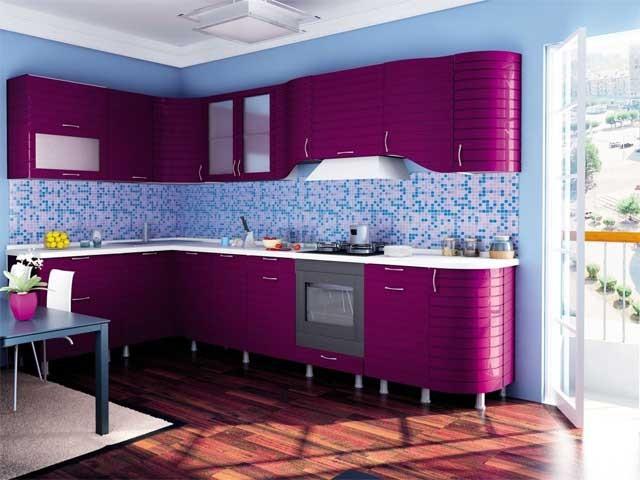 Сочетание сиреневого с голубым на кухне