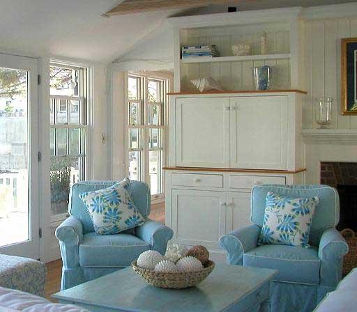 Голубой цвет в интерьере гостиной дачного дома