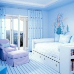 Оттенки голубого в интерьере спальне