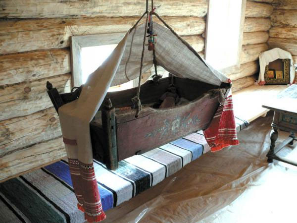 Важный элемент мебели - колыбель