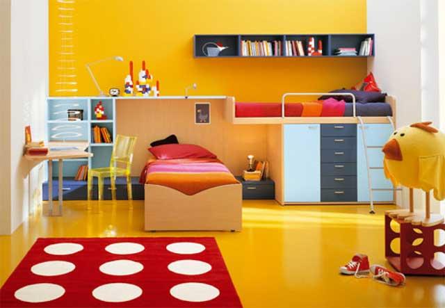 Сочетание желтого и красного цветов в интерьере детской комнаты