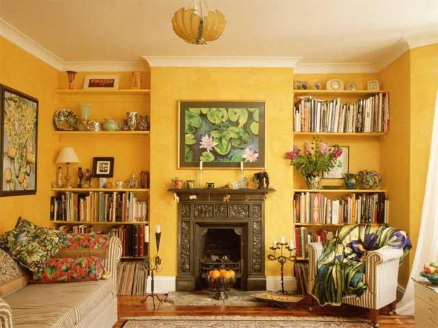 Желтый цвет в интерьере гостиной загородного дома