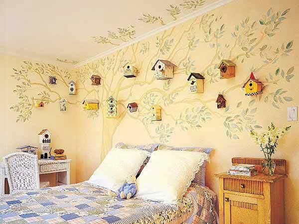 Оригинальный дизайн спальни с бежевыми стенами