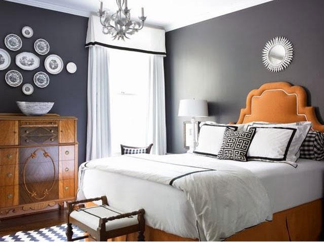 Комбинация серого и коричневого в оформлении спальни