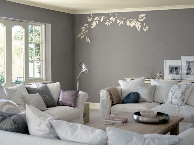 Оформление гостиной в серо-белых тонах
