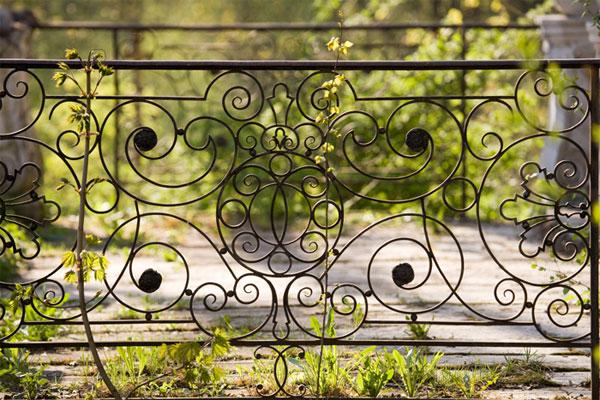 Ажурная ограда - украшение любого участка