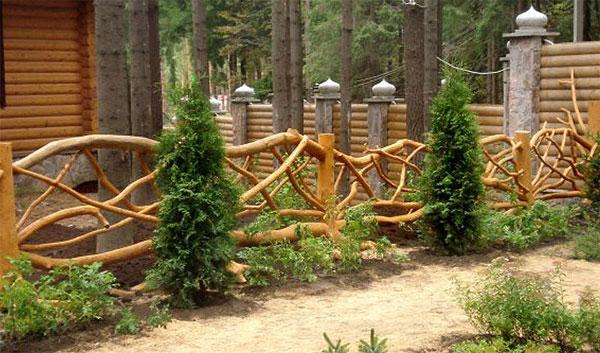 Деревянное ограждение дачного участка