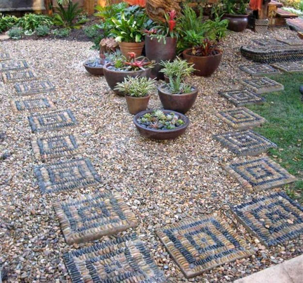 Садовая дорожка из гравия в ландшафтном дизайне дачи