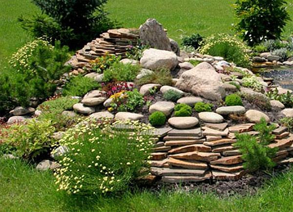 Каменистая горка в саду