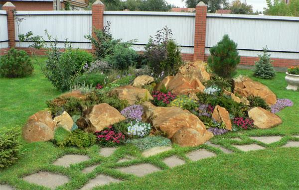 Рокарий и каменная садовая дорожка