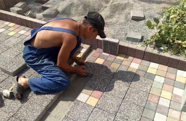 Укладка дорожки из тротуарной плитки (брусчатки) своими руками