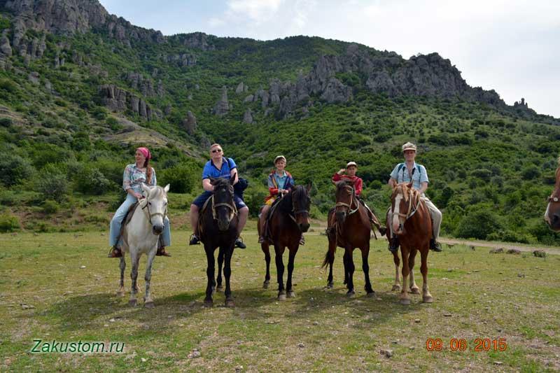 На лошадях по склону Димерджи - долина приведений