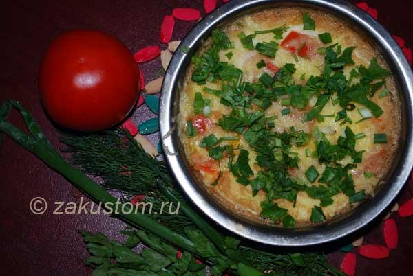 Готовый омлет с овощами