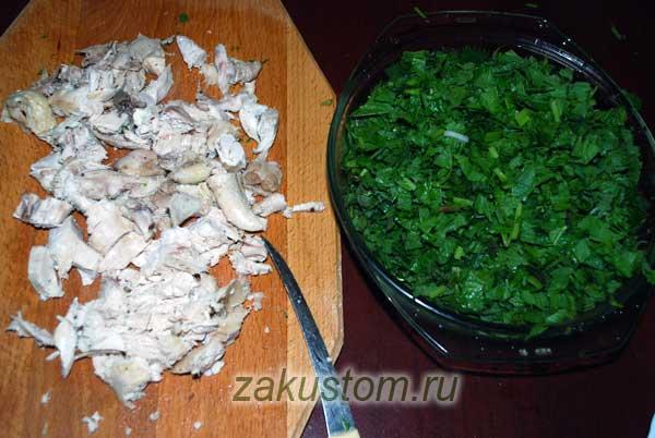 Готовим продукты для зеленых щей с курой
