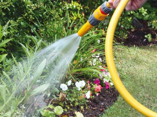Как выбрать садовый шланг для полива