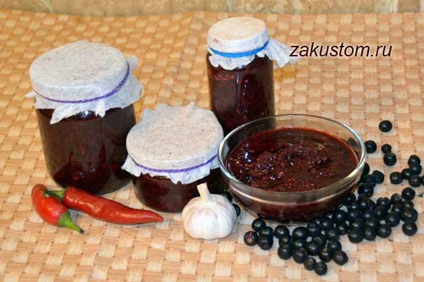 Рецепт приготовления острой аджики из черноплодной рябины