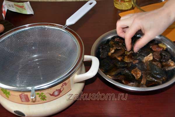 Готовим суп из лесных сушеных грибов