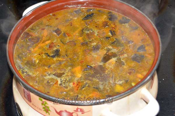 Вкусный суп из сушеных грибов